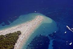 плаща-накидк пляжа воздуха золотистая стоковая фотография