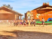 Племенные художники в фестивале птицы-носорог, Kohima стоковые изображения rf