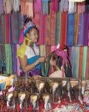 Племя Карена деревни, известные длинн-necked женщины Женщина надувательство Стоковая Фотография RF