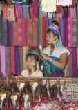 Племя Карена деревни, известные длинн-necked женщины Женщина надувательство Стоковые Изображения