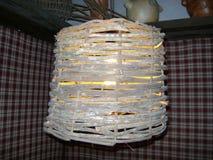 Плетеная лампа, часть деревенского ремесленничества стоковое фото rf