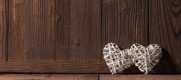 Плетеные сердца на древесине Стоковое Изображение RF