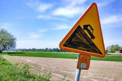 Плита знака на зеленой трассе велосипеда Velo около Kulikow, Польши Стоковые Изображения