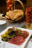 плита оливок мяс лакомки Стоковые Фото