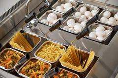 Плита пара электрическая Промышленное оборудование кухни catering стоковые изображения