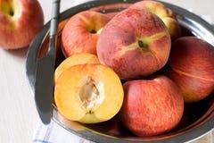 плита персиков стоковое фото rf