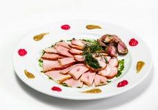 Плита с встречей и зеленым цветом в ресторане Стоковое Изображение