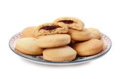 Плита с печеньями на исламские праздники изолированными на белизне стоковая фотография rf