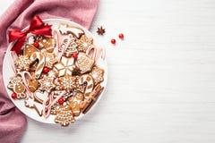 Плита с печеньями пряника рождества стоковые изображения rf