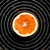 Плита с половинным грейпфрутом Стоковые Фото