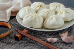 Плита handmade испаренных плюшек и плита уксуса от северного Китая стоковое фото rf