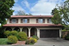 плитка крыши дома красная Стоковые Фотографии RF