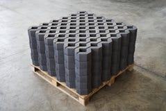 Плитка лужайки в фабрике цемента Стоковые Изображения