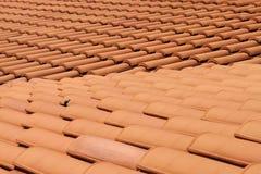 плитки крыши глины красные стоковые изображения rf