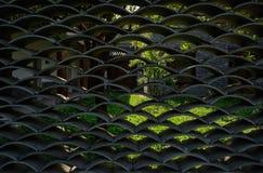 Плитк-latticed приложение традиционного дома с травянистым двором внутри стоковые фото