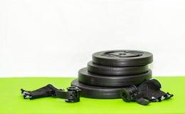 Плиты 1 веса детандера и штанги фитнеса Стоковые Фото