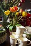 плиты обеда чашек шаров ассортимента Стоковое Фото