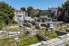 ПЛОВДИВ, БОЛГАРИЯ - 10-ОЕ ИЮНЯ 2017: Панорама руин римского Odeon в городе Пловдива Стоковые Изображения