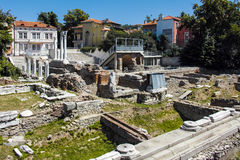 ПЛОВДИВ, БОЛГАРИЯ - 10-ОЕ ИЮНЯ 2017: Панорама руин римского Odeon в городе Пловдива Стоковое Фото
