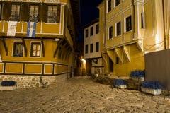 ПЛОВДИВ, БОЛГАРИЯ - 2-ОЕ СЕНТЯБРЯ 2016: Фото ночи дома в старом городке города Пловдива Стоковая Фотография
