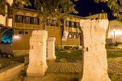 ПЛОВДИВ, БОЛГАРИЯ - 2-ОЕ СЕНТЯБРЯ 2016: Фото ночи дома в старом городке города Пловдива Стоковые Изображения