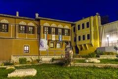 ПЛОВДИВ, БОЛГАРИЯ - 2-ОЕ СЕНТЯБРЯ 2016: Фото ночи дома в старом городке города Пловдива Стоковое Фото