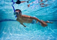 пловец бассеина подводный стоковая фотография rf