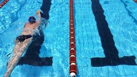 Пловец в бассейне майны стоковое фото