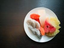 Плодоовощи в тарелке Стоковые Изображения RF