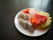 Плодоовощи в тарелке Стоковые Изображения