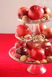 Плодоовощи, гайки и тросточки конфеты в вазе Стоковые Фотографии RF