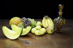 Плодоовощи и бутылка виноградины форменная Стоковые Изображения