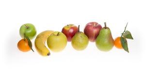 Плодоовощи и зимы на белой предпосылке с яблоками груши банана и мандарина Клементина Стоковое Фото