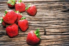 Плодоовощи и свежесть клубники на деревянной предпосылке Стоковая Фотография