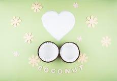 Плодоовощи кокосов на зеленой предпосылке Стоковая Фотография