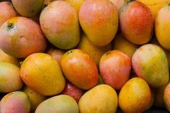 Плодоовощи манго в корзине на индийском конце нового рынка вверх Стоковая Фотография RF