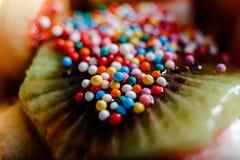 Плодоовощи украшенные с кондитерскаей брызгают близко вверх Стоковые Фотографии RF