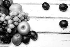 Плодоовощ на таблице Стоковая Фотография