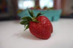 Плодоовощ органической клубники конца-вверх зрелый Стоковые Фото