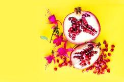 Плодоовощ с цветками, плоский взгляд гранатового дерева положения Стоковое Изображение