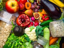 Плоды, овощи богатые в волокне витаминов противостарителей Здоровые superfoods чистых и вытрезвителя еды, еда vegan здоровья, дие стоковые фотографии rf