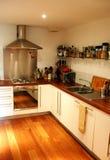 плоская кухня самомоднейшая стоковое изображение