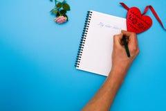 Плоская сцена положения: подготовьте к письму валентинки Стоковое Фото