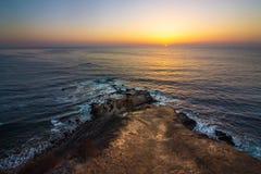 Плоский заход солнца пункта утеса Стоковое Изображение
