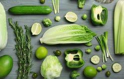 Плоский состав положения с зелеными овощами стоковые изображения rf