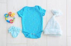 Плоский состав положения с модным ` s детей одевает Стоковые Изображения