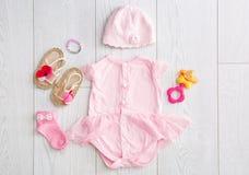 Плоский состав положения с модным ` s детей одевает Стоковое Фото