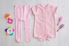 Плоский состав положения с модным ` s детей одевает Стоковое фото RF