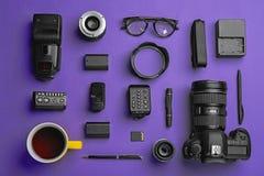 Плоский состав положения с оборудованием ` s фотографа стоковая фотография rf