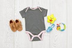 Плоский состав положения с одеждами младенца Стоковая Фотография RF